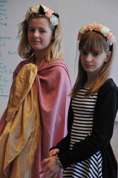 Schneewittchen (Beverly Enselmann(links) und Rapunzel (Melina Schulte).