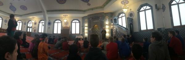 Die große Gebetshalle beeindruckte die HagenSchüler.